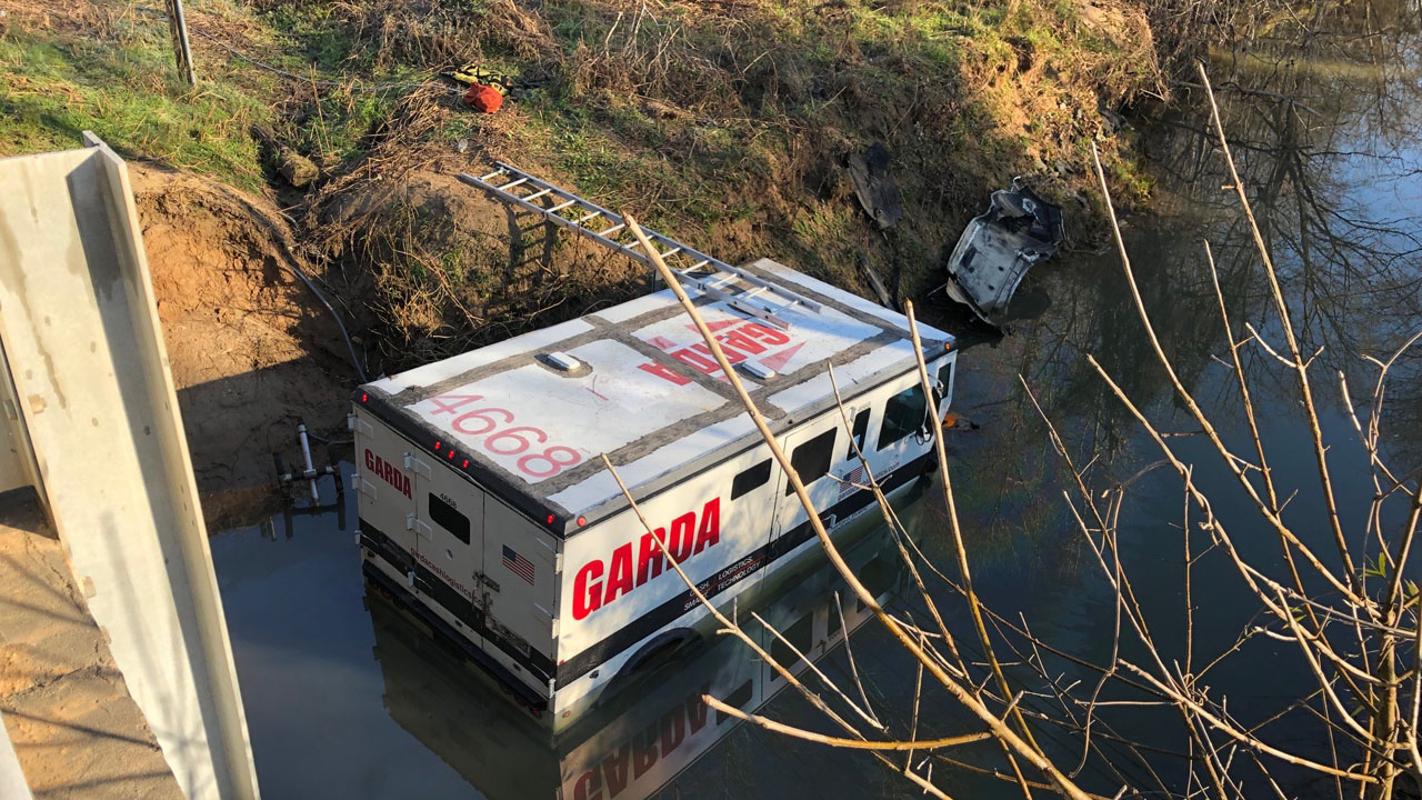 1 injured after armored truck crashes into Long Creek | FOX